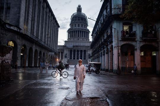 """""""Cuban Muslims, Tropical Faith"""", Joan Alvadoren argazki-erakusketa"""